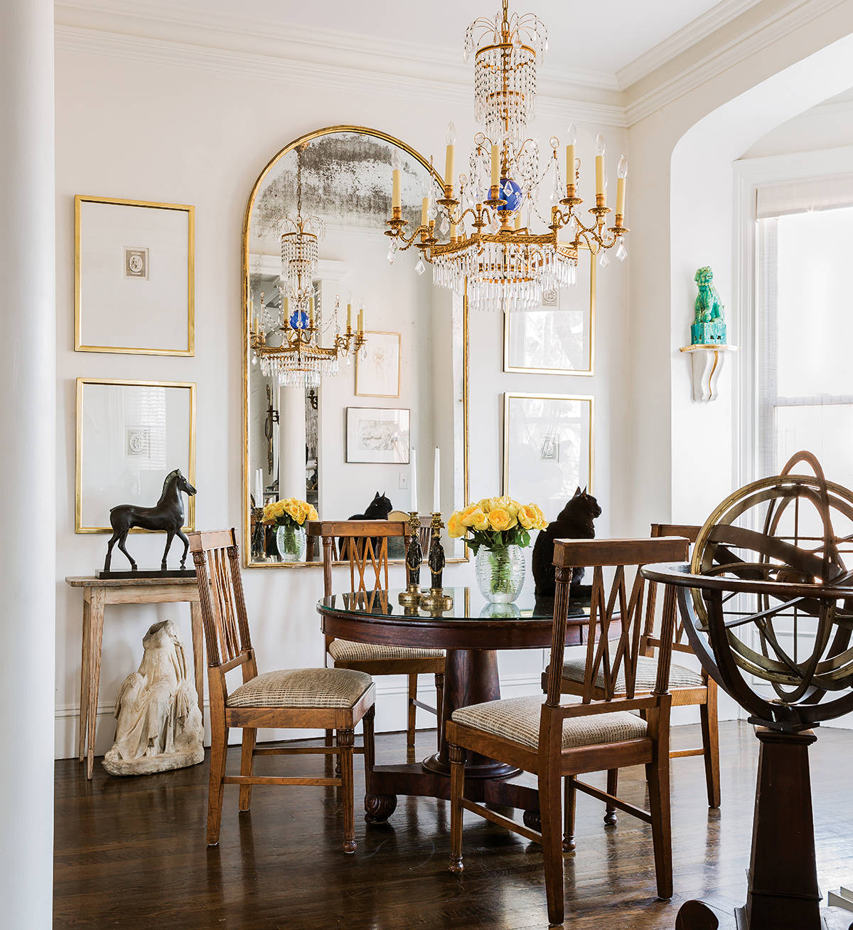 Watch out for these dining room trends for 2018 for Traditional dining room decorating photos