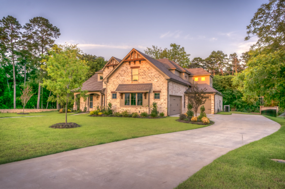7 Lawn Maintenance Tips to Keep Your Grass Looking Healthy